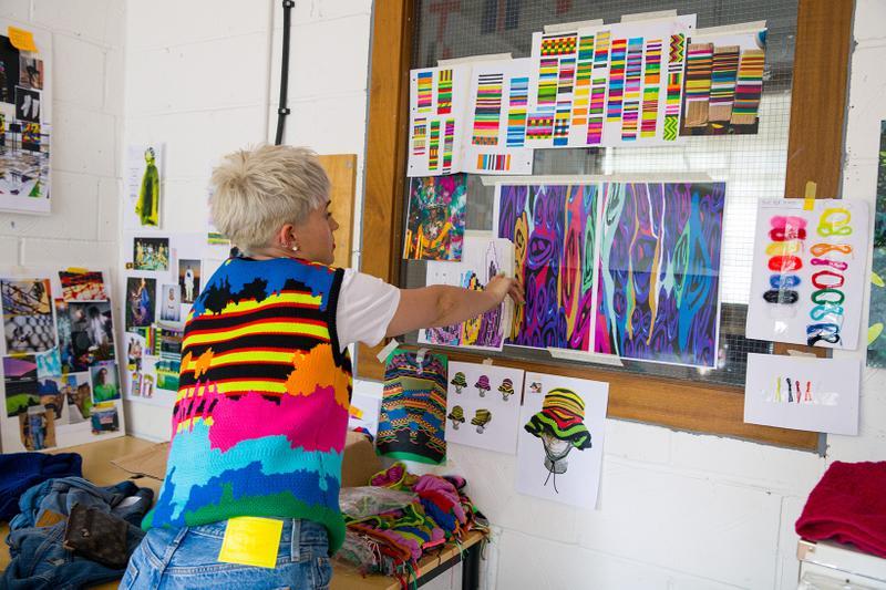 طراح پوشاک کشباف کیست